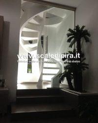scala illuminata da interno
