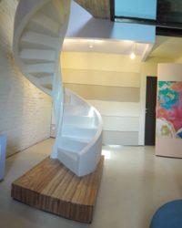 Scala interna con rivestimento in legno
